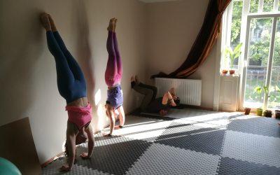 Egyensúly alapozó gyakorlatok falnál