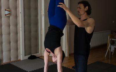 Egyensúly a kézenállásban: kezdő és haladó konzisztencia gyakorlatok